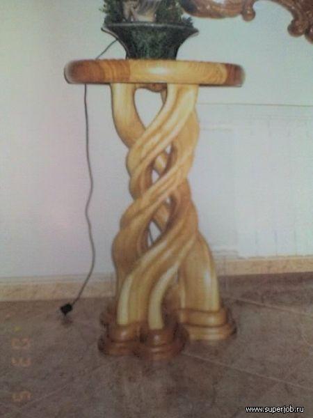 столик вазовый. опора выполнена из цельного ствола дерева.под заказ.