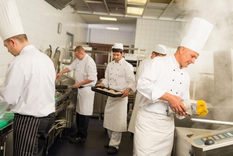 Люблю готовить! Как стать поваром, на какую зарплату рассчитывать и где найти хорошую работу?