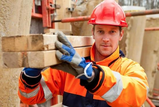Профессия строитель: где учиться, как искать работу и на какую зарплату рассчитывать